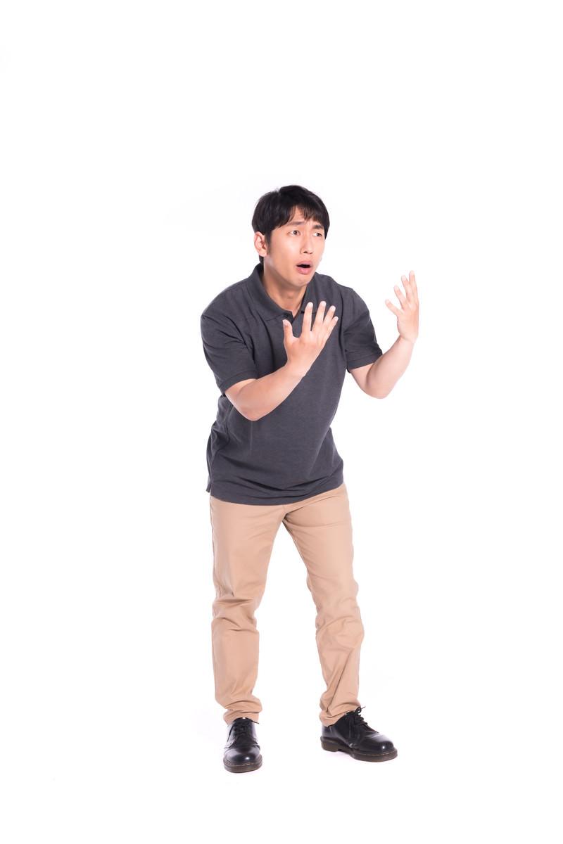 「ヘイ!カモン!(かかってこいや)」の写真[モデル:大川竜弥]