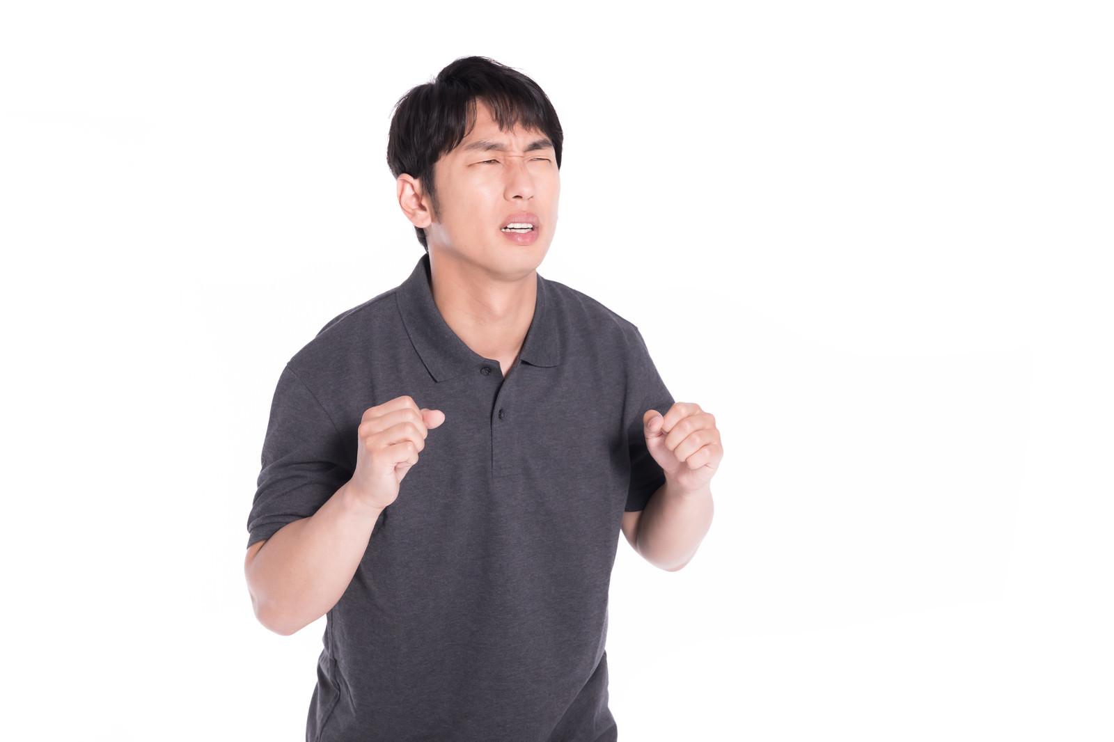 「無念の表情を浮かべている男性」の写真[モデル:大川竜弥]