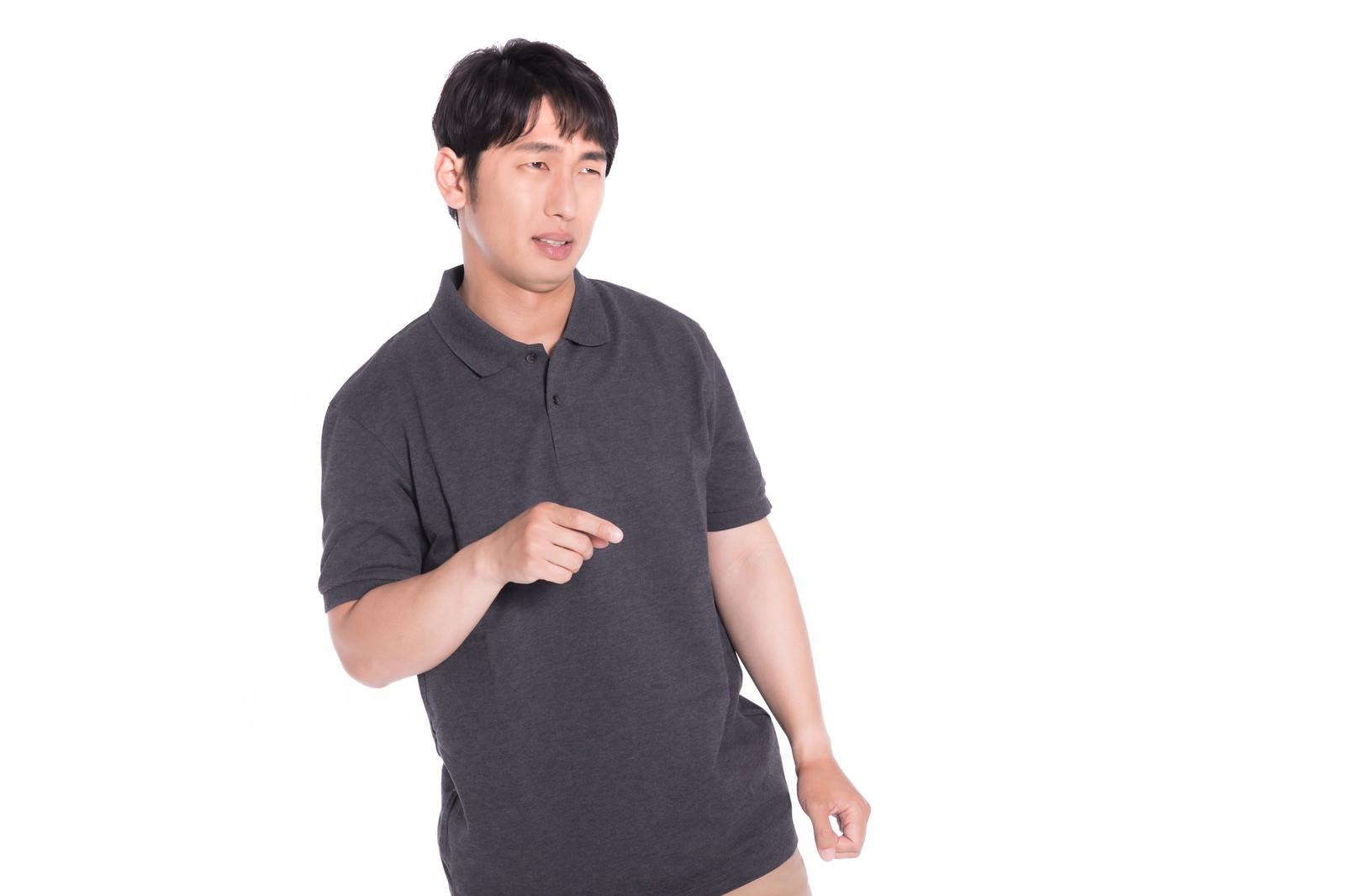 「ディベート対決に負けた男性」の写真[モデル:大川竜弥]