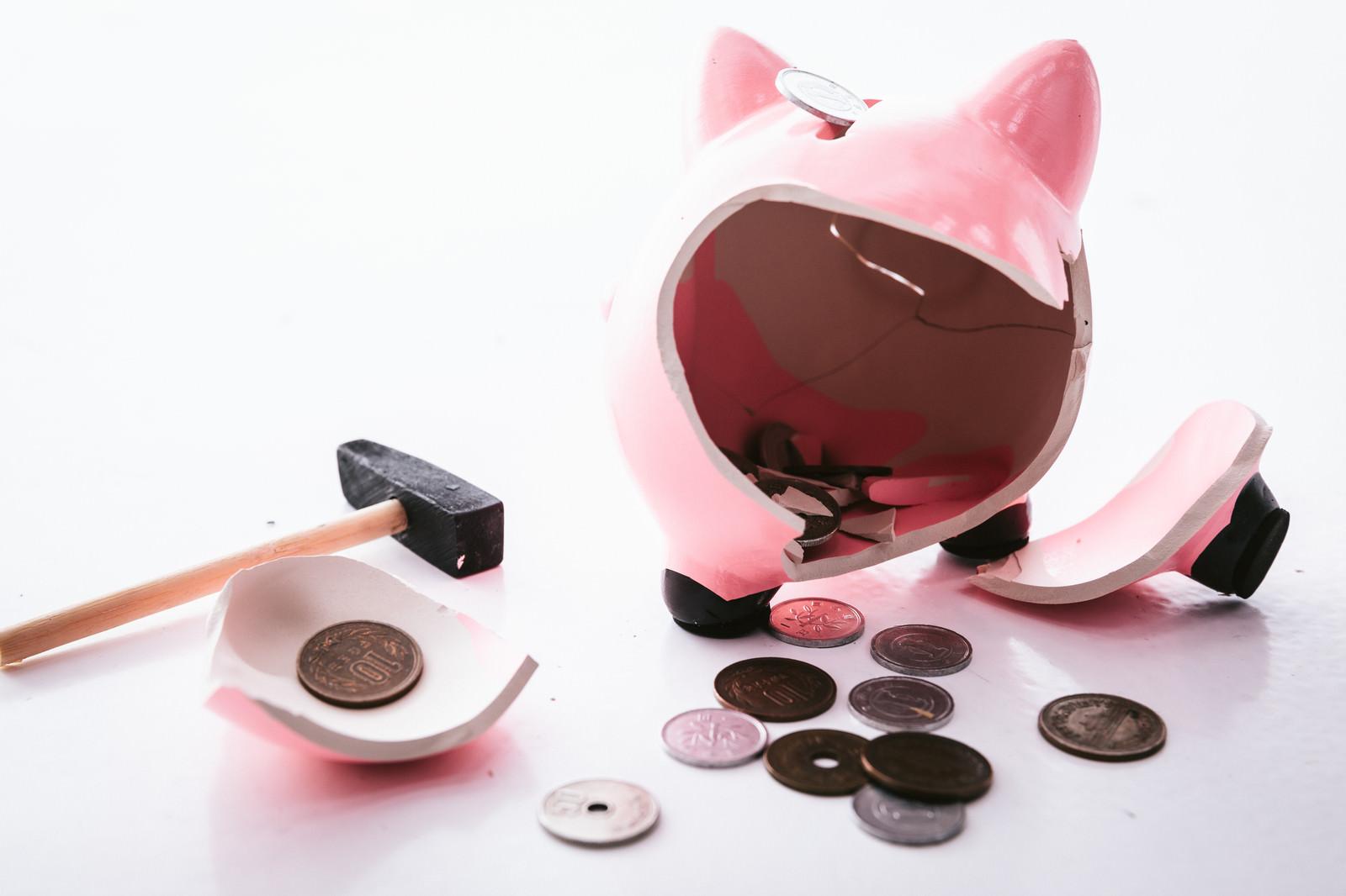 「貯金箱に入っていた小銭」の写真