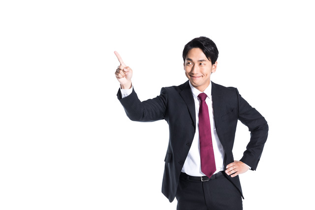 目標数値達成に満足する営業マンの写真