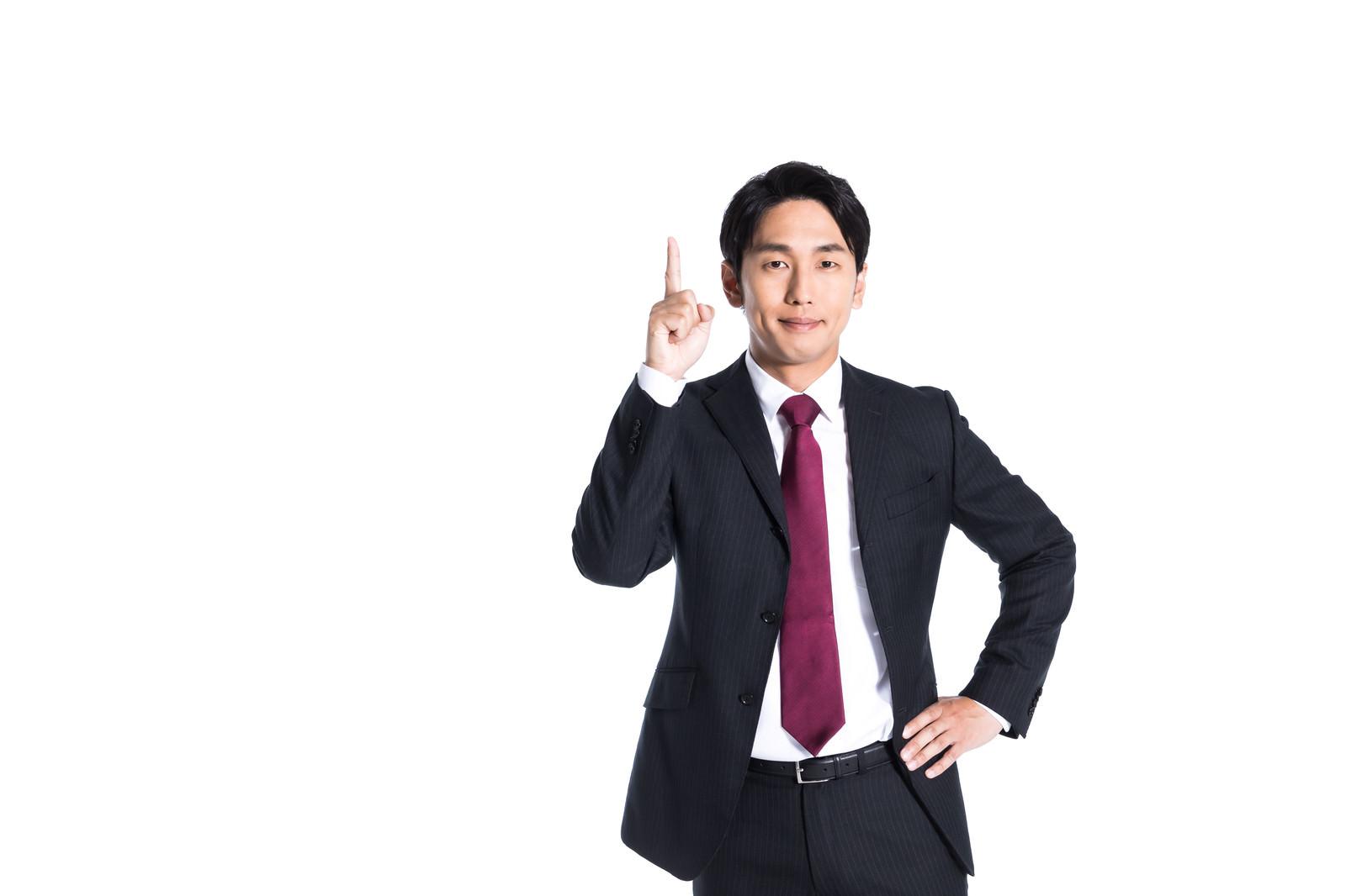 「ワンポイントアドバイスをする男性」の写真[モデル:大川竜弥]
