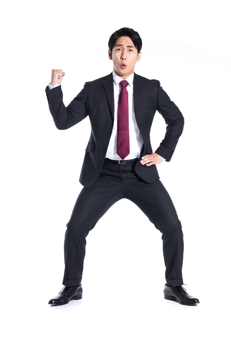 「24時間戦えなさそうなジャパニーズビジネスマン」の写真[モデル:大川竜弥]