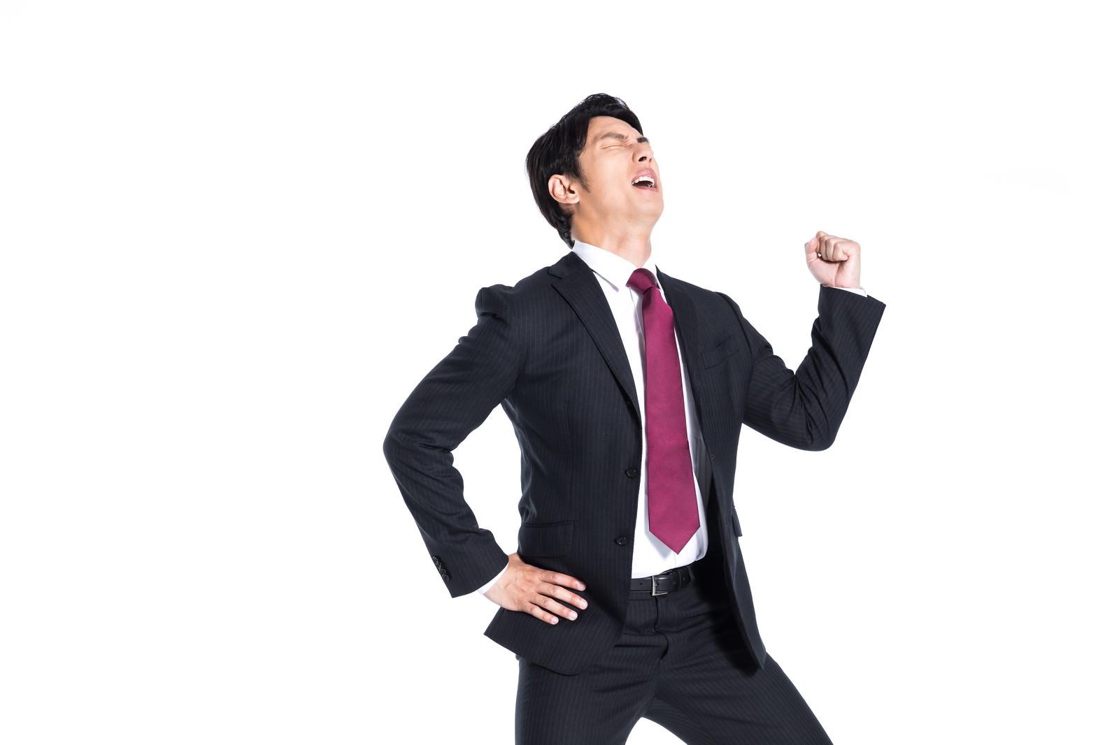 「肉体疲労が限界に達した会社員」の写真[モデル:大川竜弥]