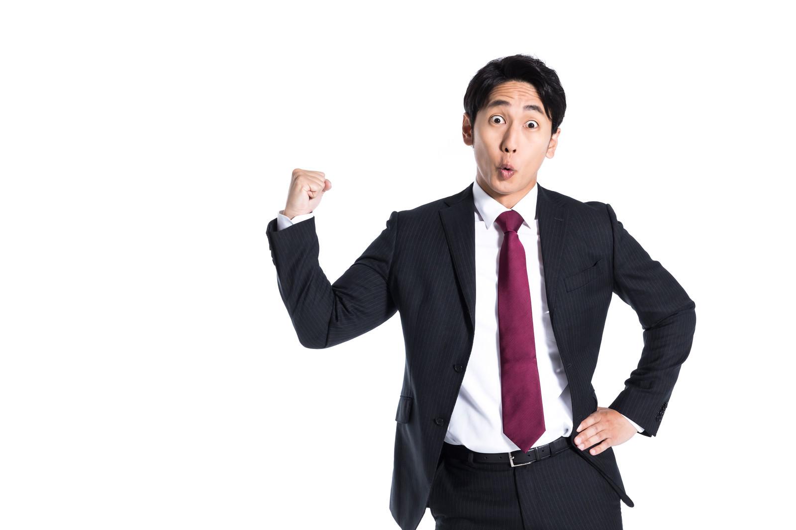 「ガッツポーズで社員の士気を高める上司」の写真[モデル:大川竜弥]