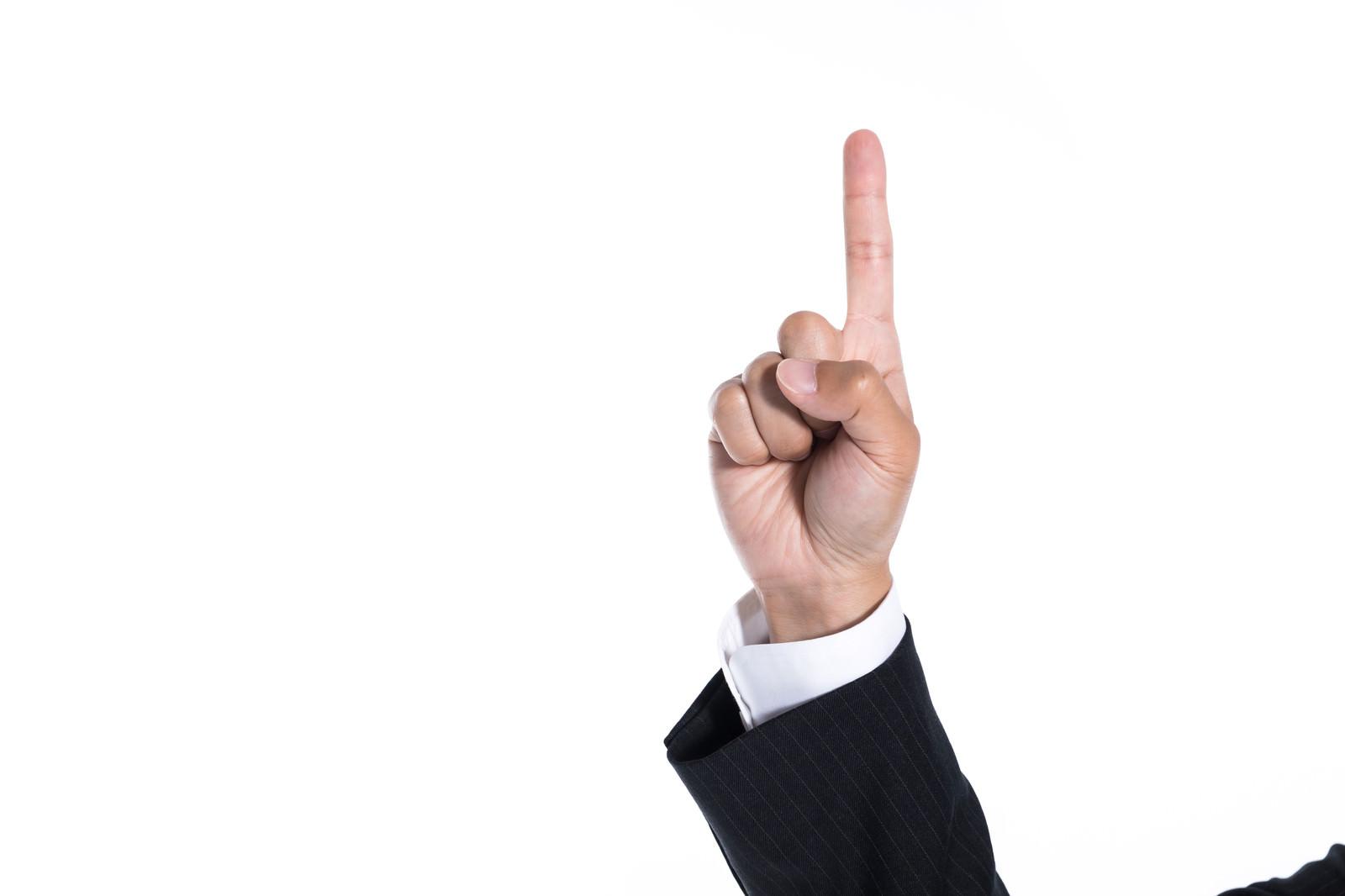 「上を指差した手」の写真[モデル:大川竜弥]