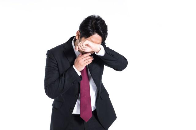 号泣する社員の写真