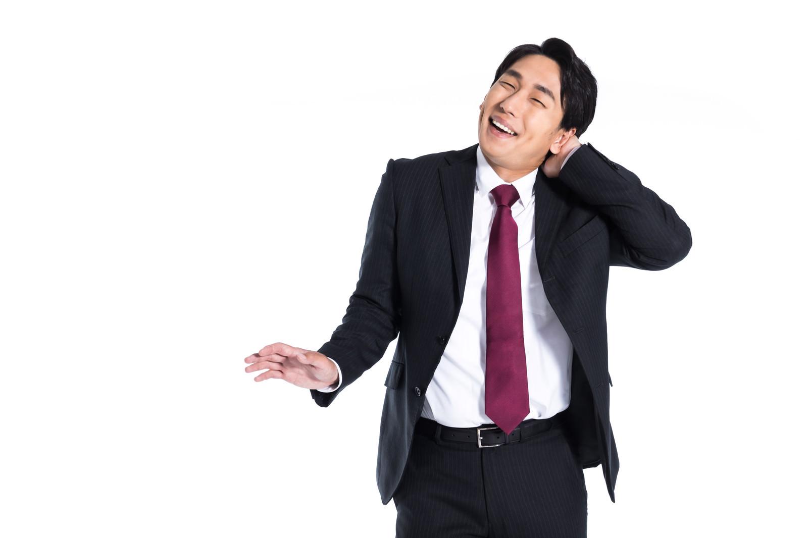 「わざとらしく手を首に当てご機嫌をとる平社員」の写真[モデル:大川竜弥]