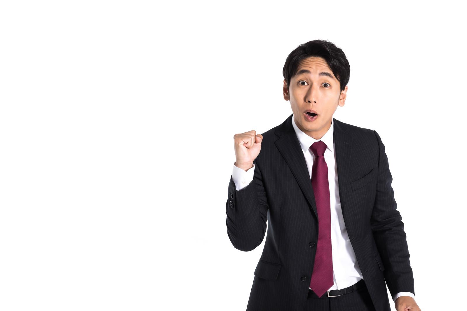「失敗した社員にアウトを宣告する会社員」の写真[モデル:大川竜弥]