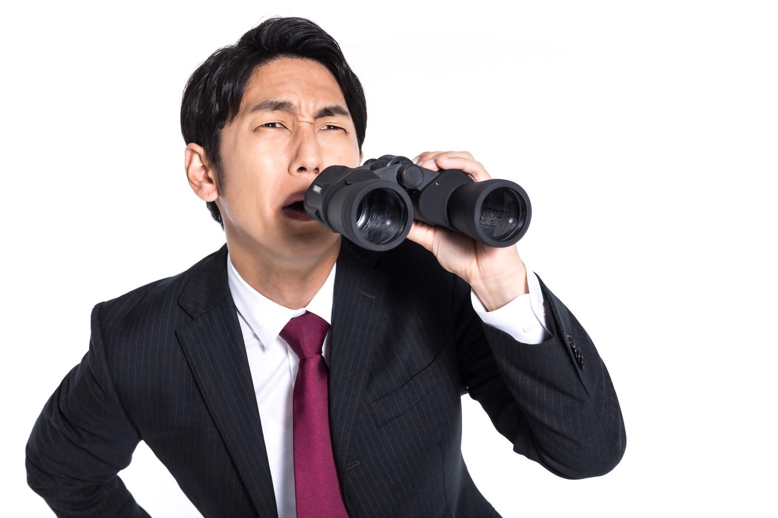 「内偵中に対象を見失う探偵」の写真[モデル:大川竜弥]