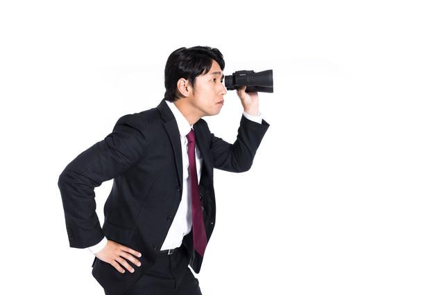 検閲する会社員の写真