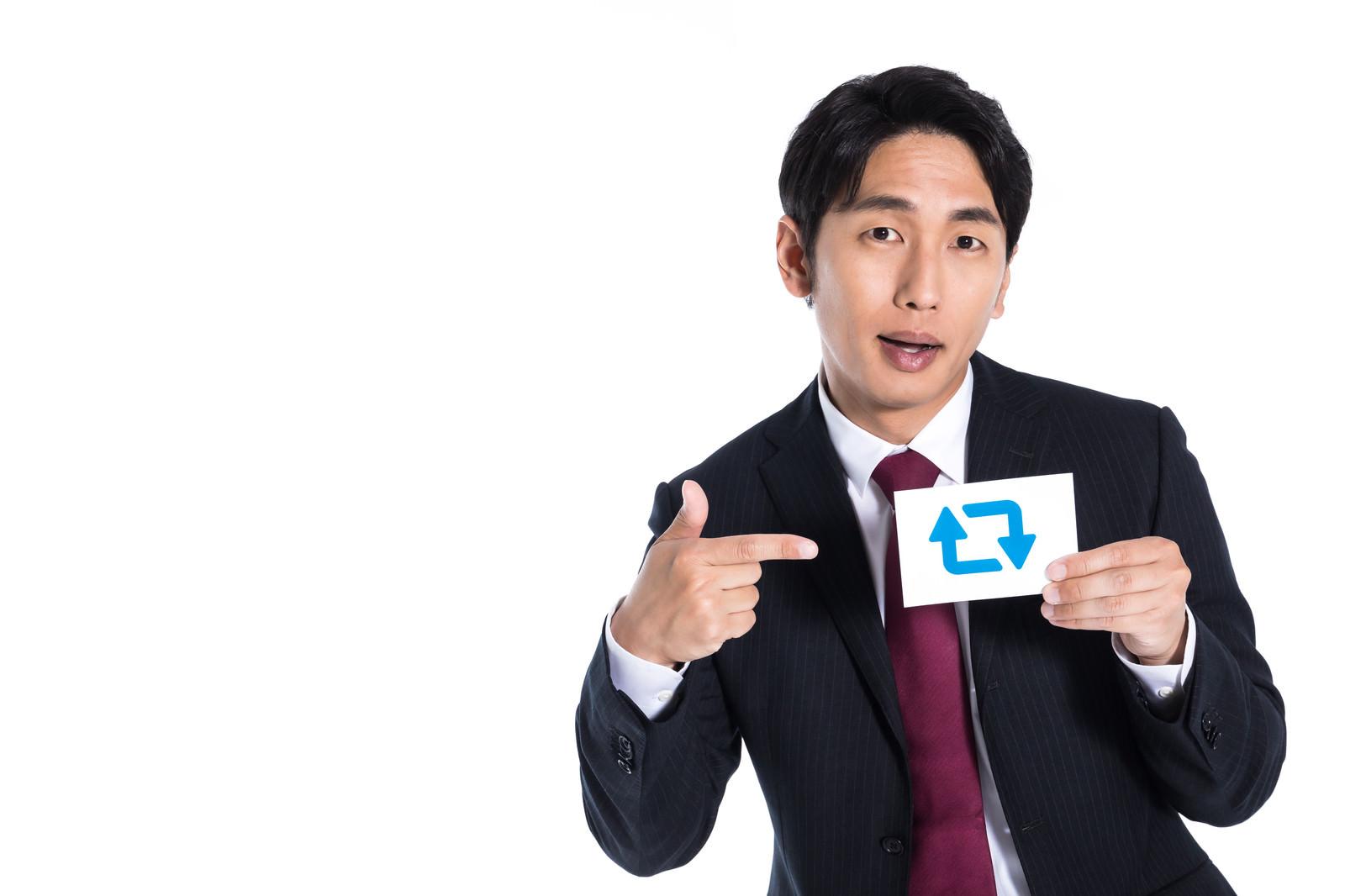 「バズを約束する広告代理店の営業マン」の写真[モデル:大川竜弥]