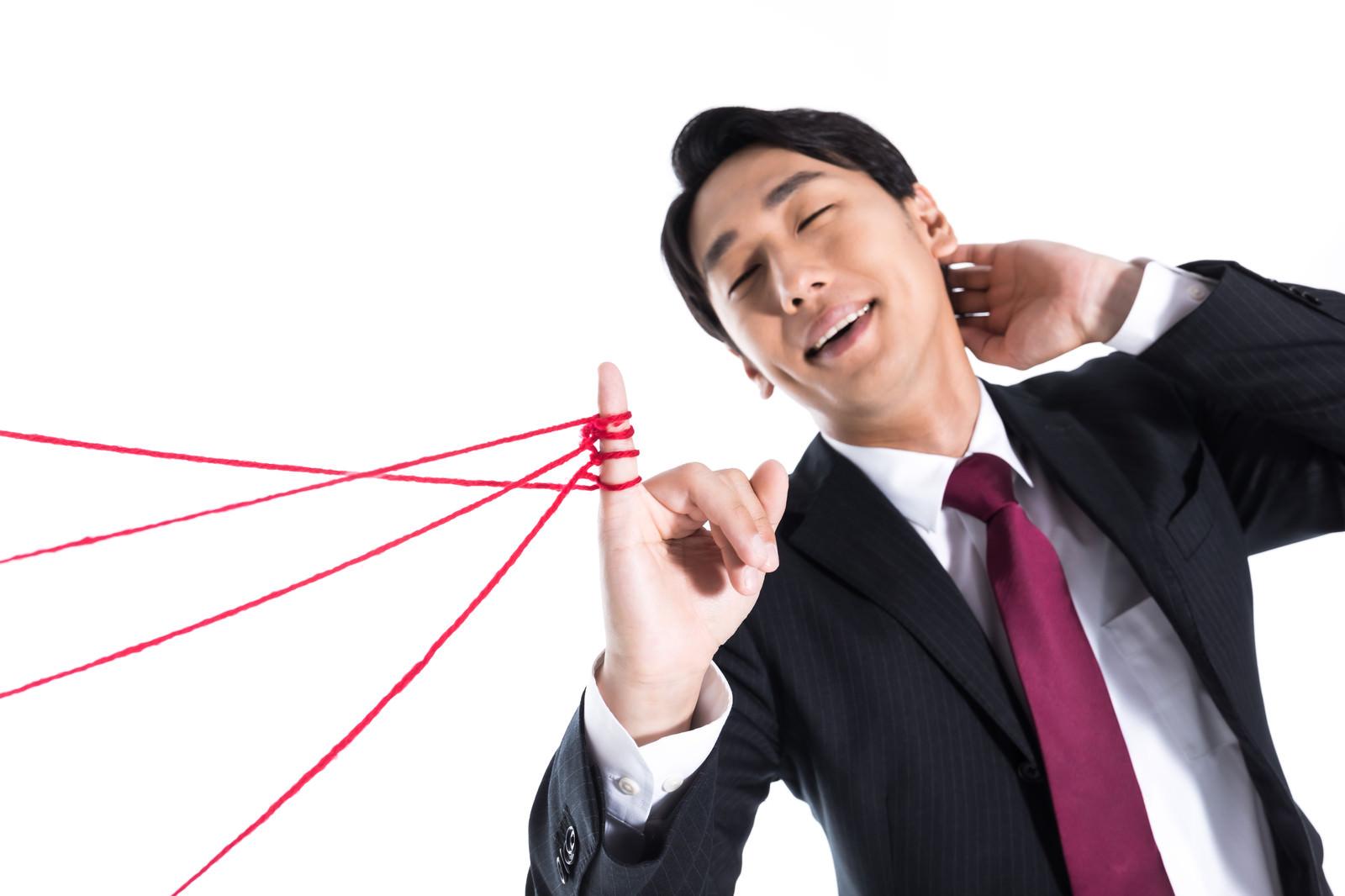 「モテモテの高所得男子」の写真[モデル:大川竜弥]