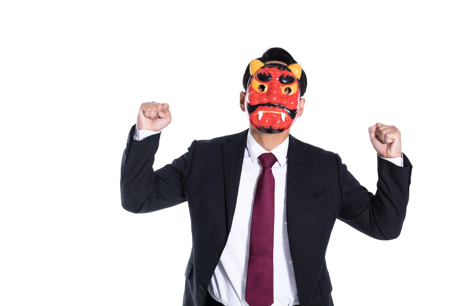 「鬼のように怒る会社員」の写真[モデル:大川竜弥]