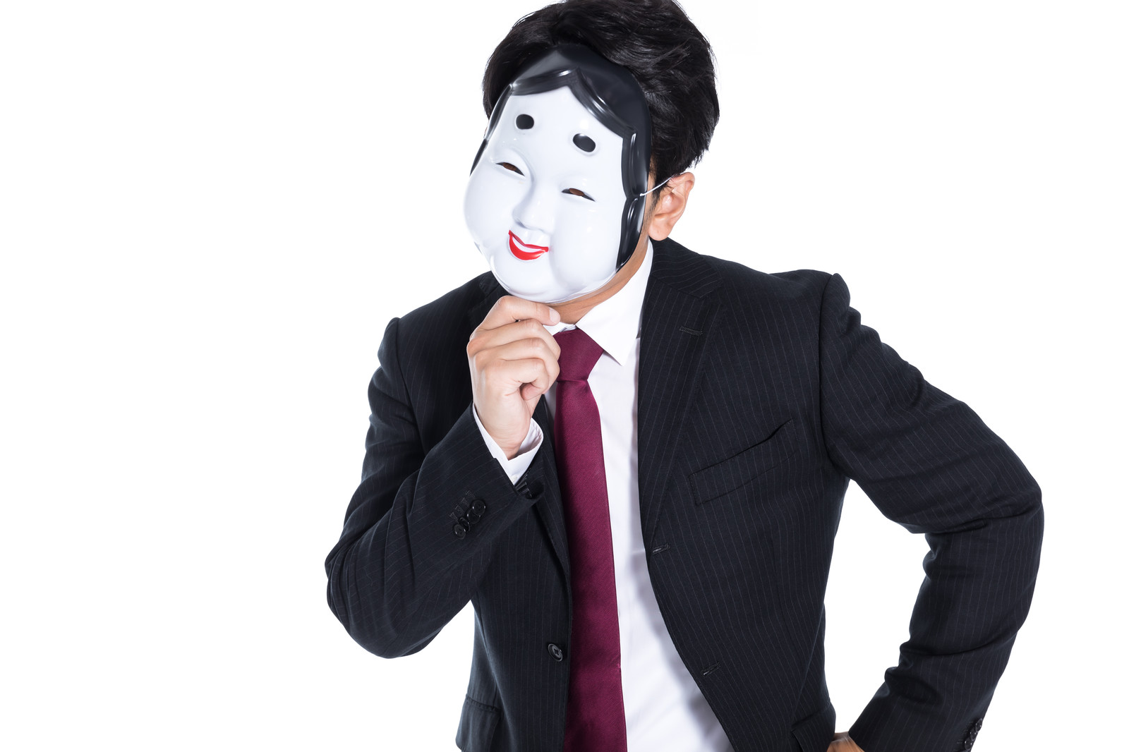 「考え込むおかめ男子」の写真[モデル:大川竜弥]