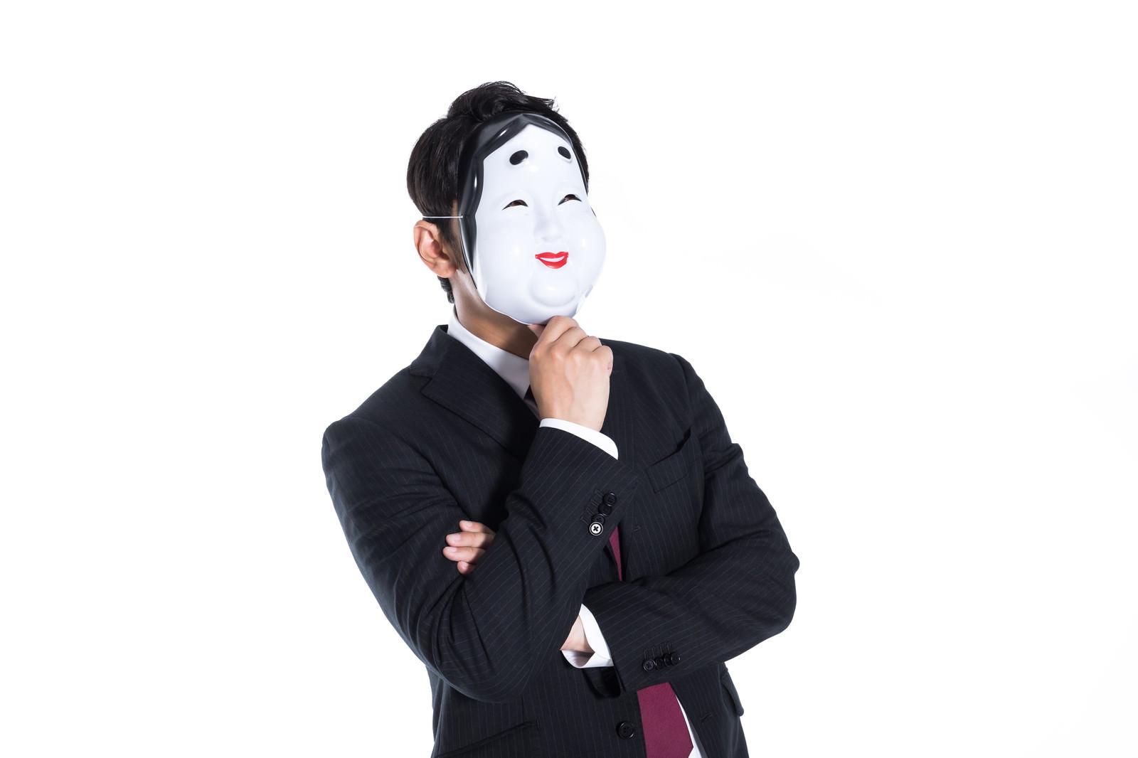 「噂話を流してあざ笑う匿名社員」の写真[モデル:大川竜弥]