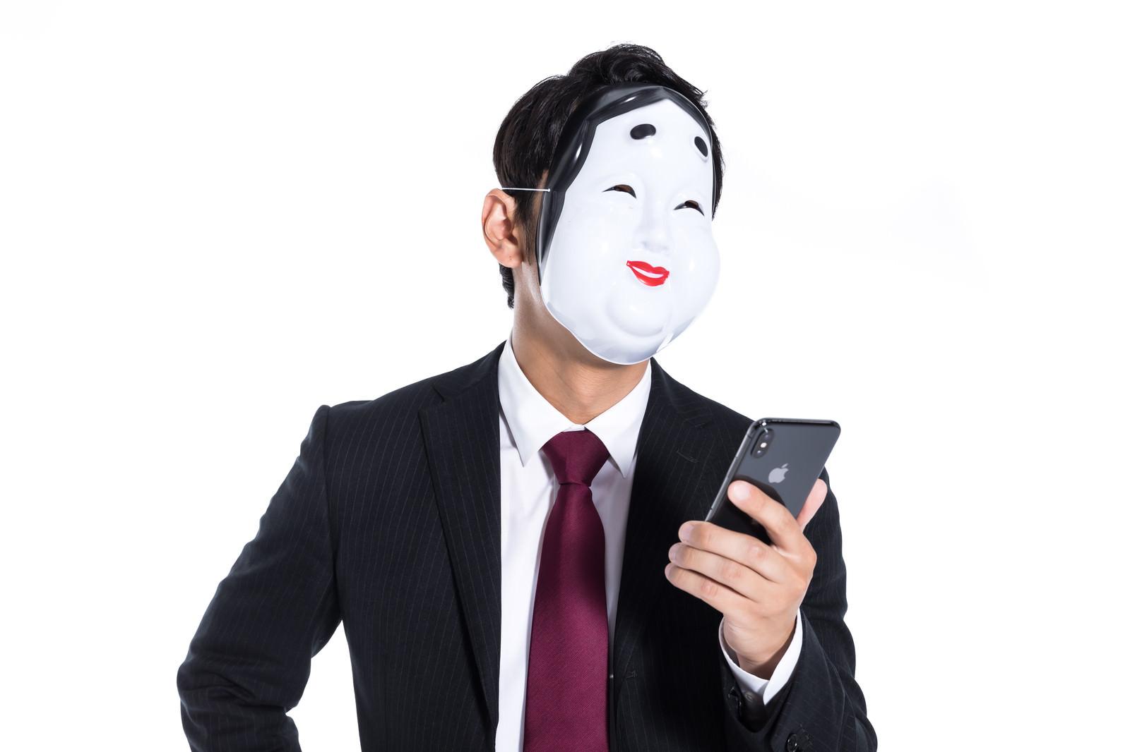 「クソリプを送る匿名ユーザー」の写真[モデル:大川竜弥]