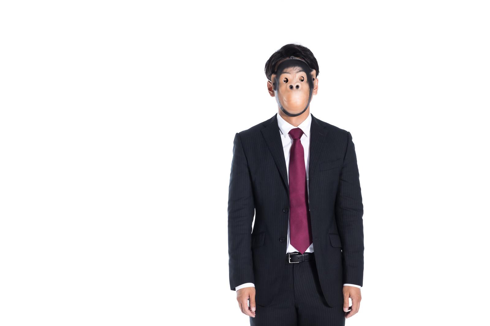 「傍観する匿名のクレーマー」の写真[モデル:大川竜弥]