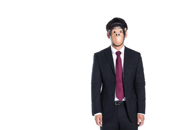 傍観する匿名のクレーマーの写真