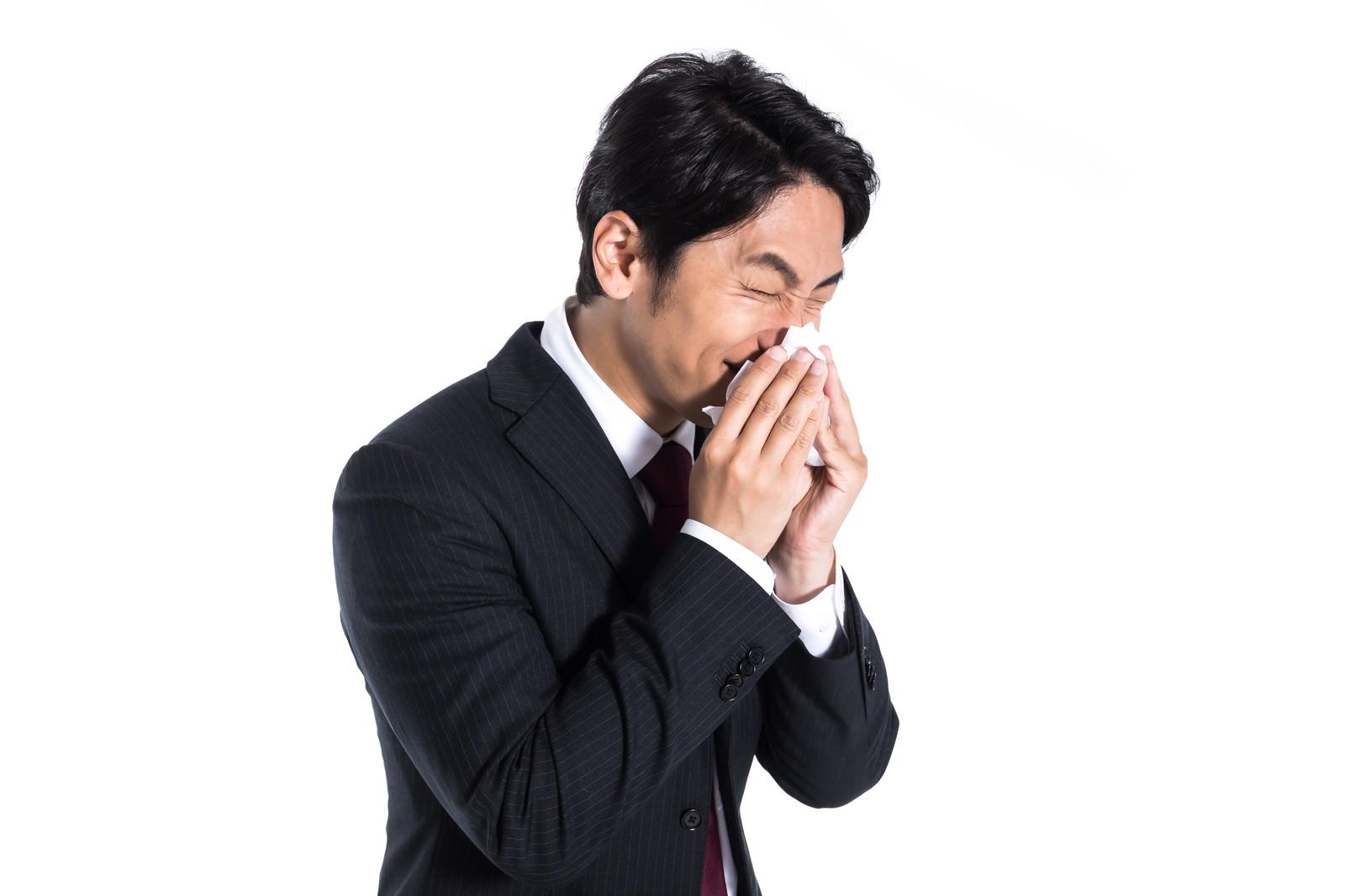 「花粉症つらいこの季節」の写真[モデル:大川竜弥]