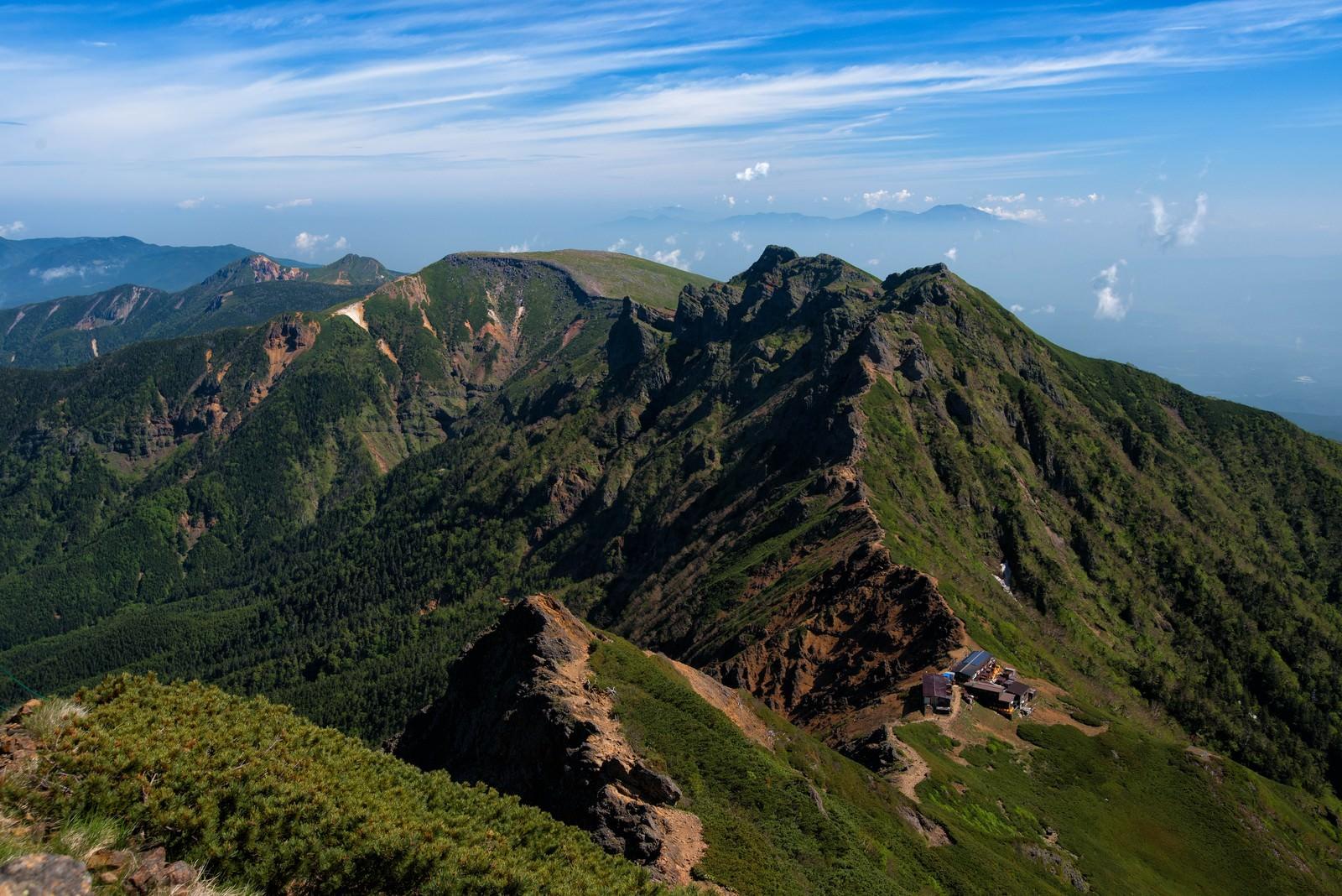 「南八ヶ岳の山小屋から繋がる縦走路」の写真
