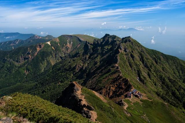 南八ヶ岳の山小屋から繋がる縦走路の写真