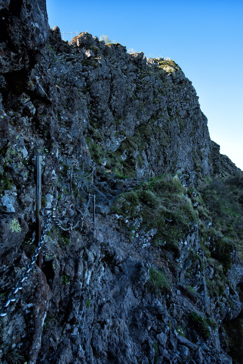 「横岳にある鎖場」の写真
