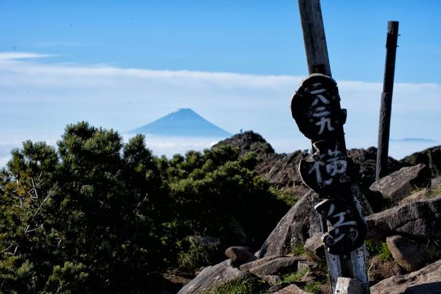これが横岳山頂の標識だの写真