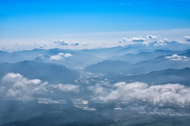 清里高原の水田風景と雲海の写真