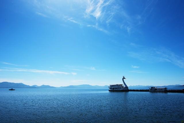 猪苗代湖の巨大スワンボートの写真