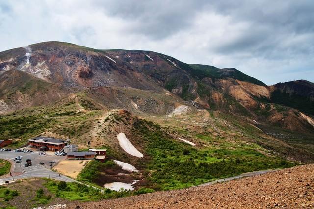荒々しい姿の東吾妻山の写真