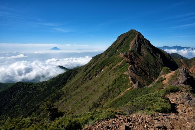 赤岳から望む富士山の写真