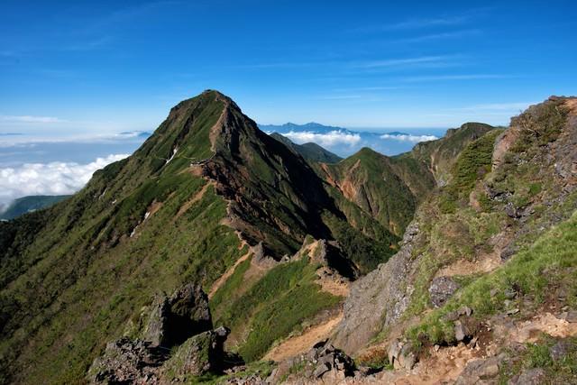 赤岳に続く登山道の写真