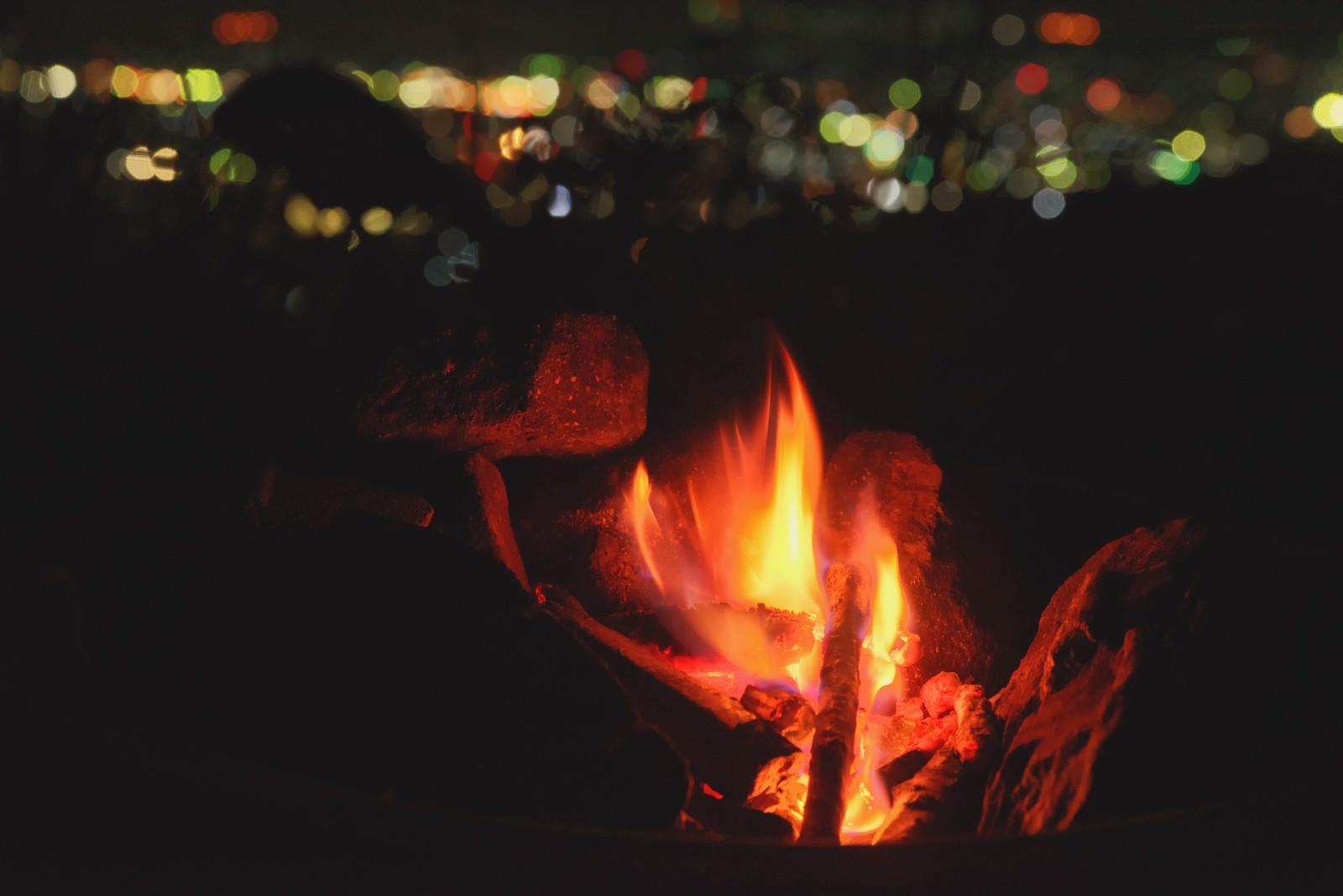 「よく燃えるたき火」の写真