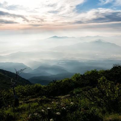 清里高原から望む朝の霞の写真