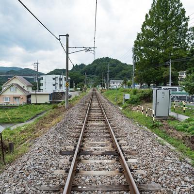 群馬大津駅前の線路の写真