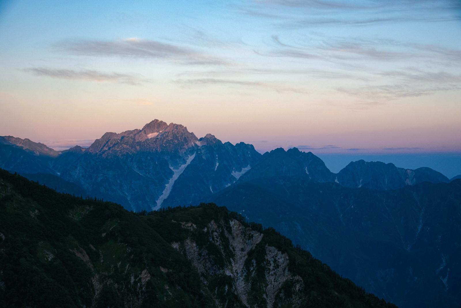 「朝焼けの連峰」の写真