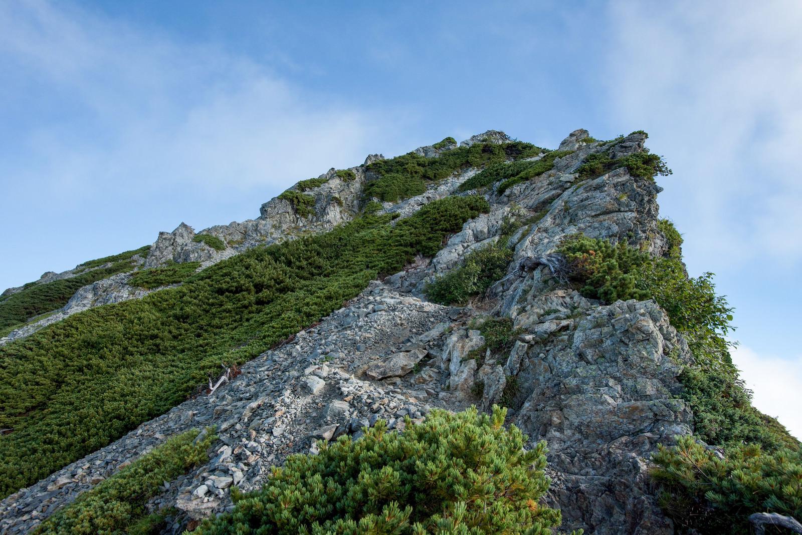 「空へ突き出す岩稜」の写真