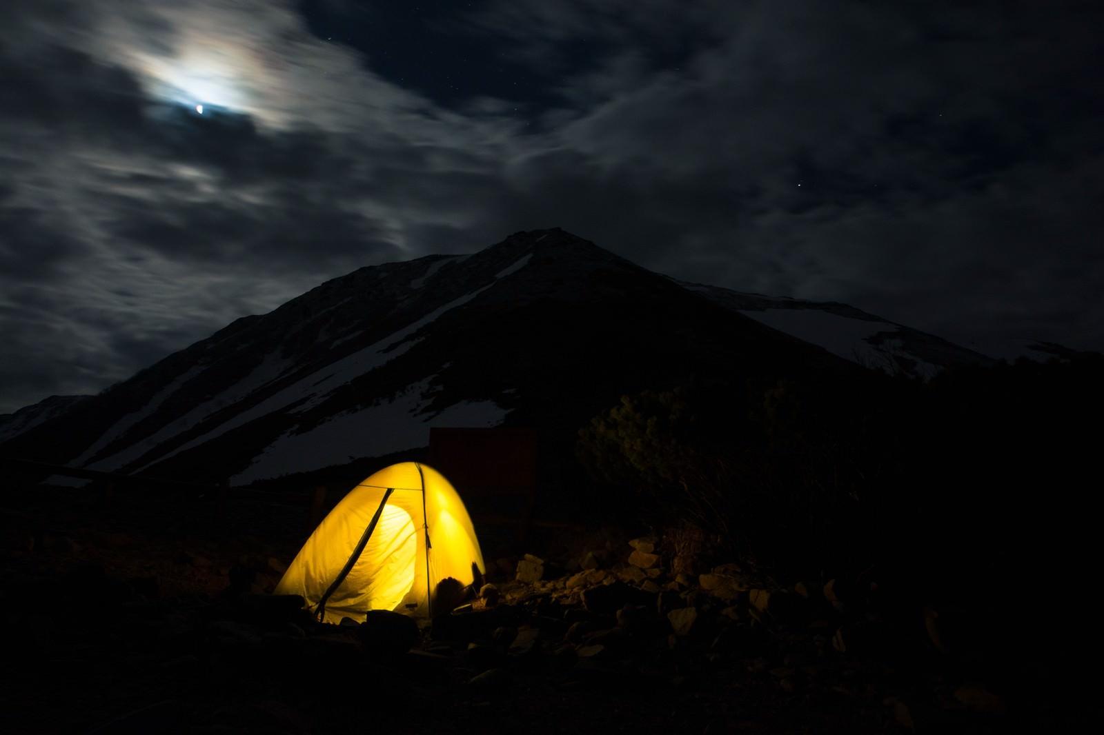 「山でテント泊(ひとりぼっちの旅)山でテント泊(ひとりぼっちの旅)」のフリー写真素材を拡大