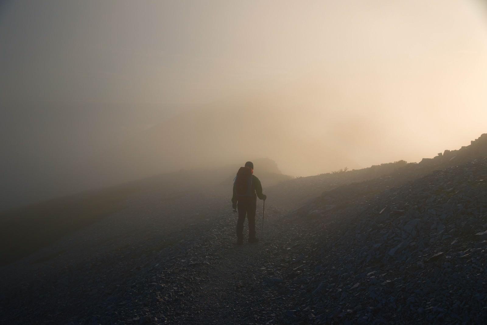 「五里霧中な登山者」の写真
