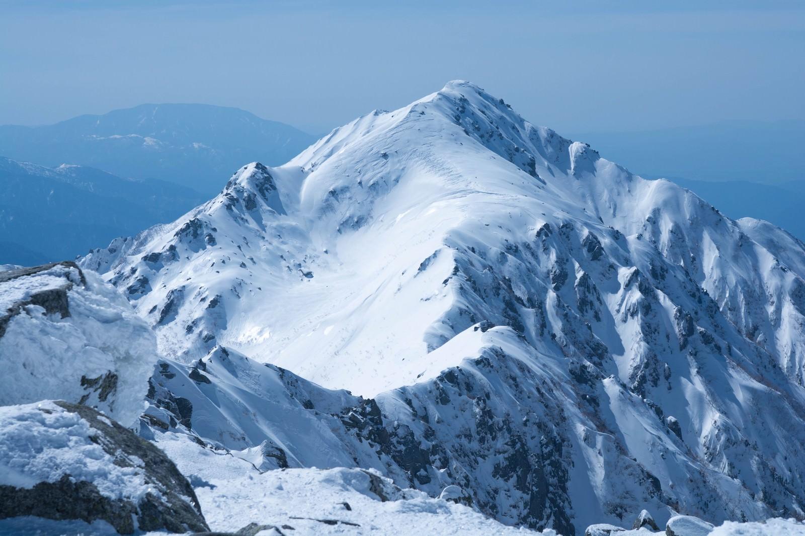 「凍てつく三ノ沢岳(雪山)凍てつく三ノ沢岳(雪山)」のフリー写真素材を拡大