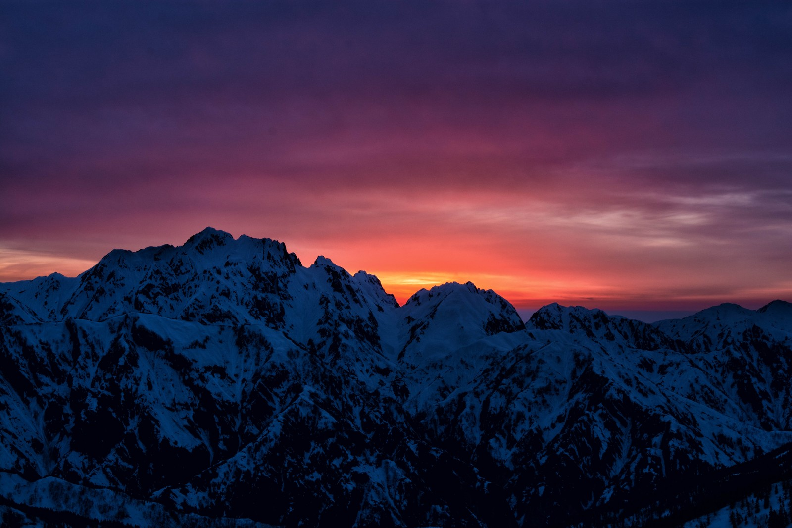 「剱岳に沈む夕日」の写真