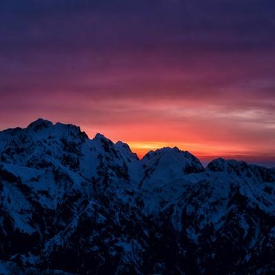 剱岳に沈む夕日の写真