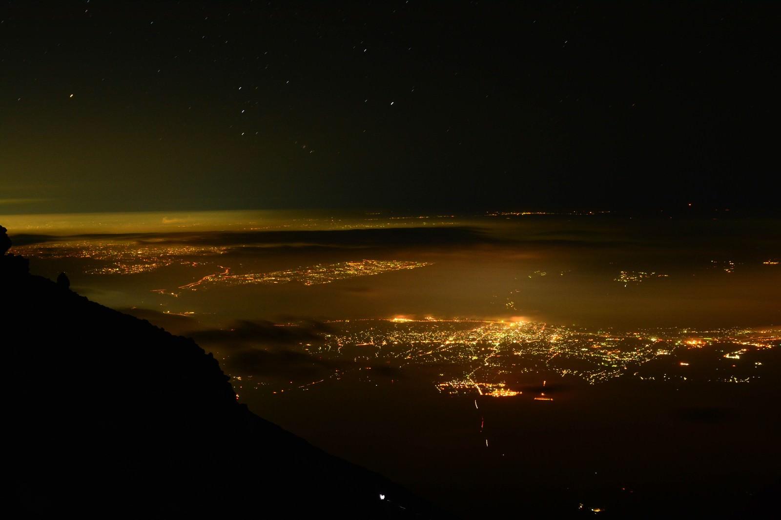 「富士山からの街の夜景」の写真