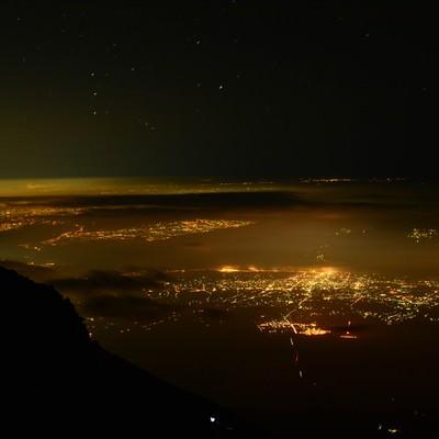 富士山からの街の夜景の写真
