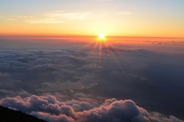富士山頂の御来光の写真