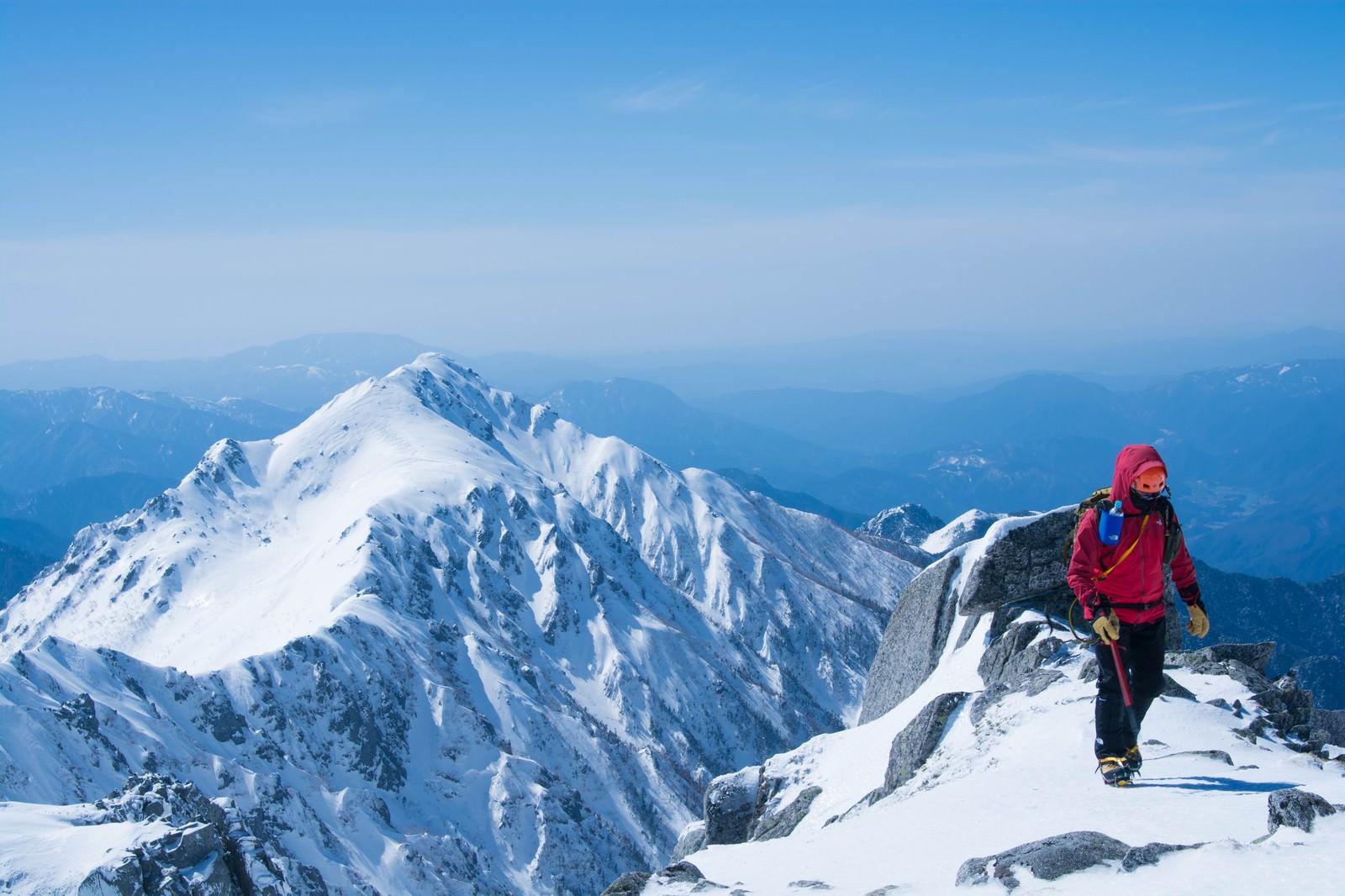 「雪山と登山者雪山と登山者」のフリー写真素材を拡大