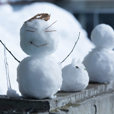 ニヒルな雪だるまの写真