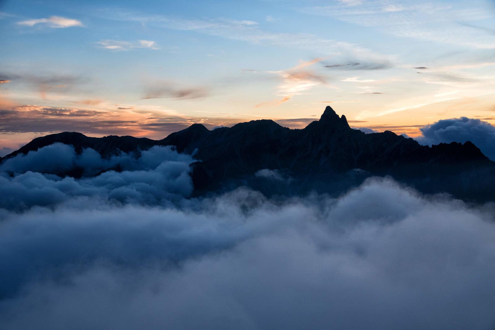 「雲海に浮かぶ槍ヶ岳(八ヶ岳南部)」の写真