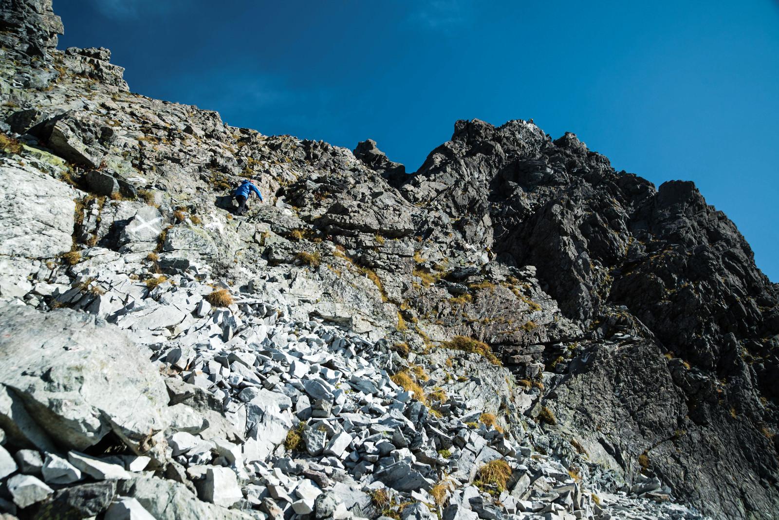 「槍ヶ岳山頂へ至る岩場(飛騨山脈)」の写真